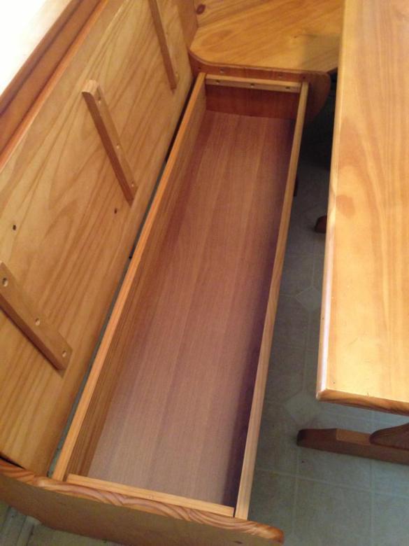 built in breakfast nook bench